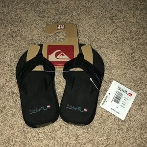 New With Tags Quiksilver Boys Flip Flops - Size 10